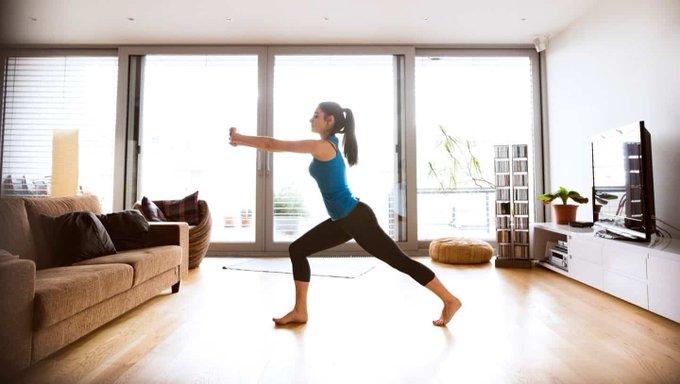 كيفية ممارسة الرياضة في المنزل أثناء تفشي فيروس كورونا
